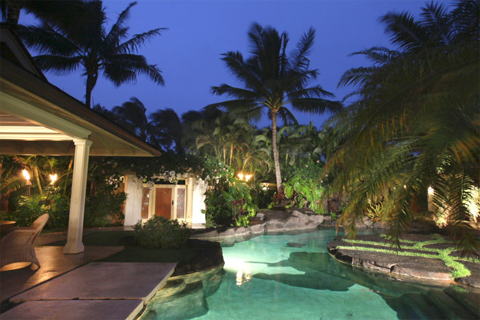 Rent president obama 39 s hawaii christmas vacation home for Hawaii package homes